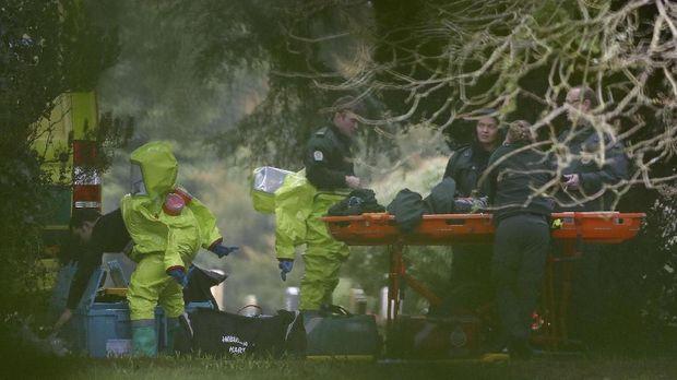 Polisi Inggris Sebarkan Foto Pelaku Serangan Zat Saraf