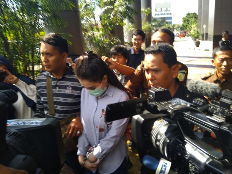 Hiks...Jennifer Dunn Menangis Ditahan di Rutan Pondok Bambu