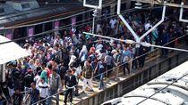 Video: Horor di Stasiun Tanah Abang Sore Jelang Berbuka