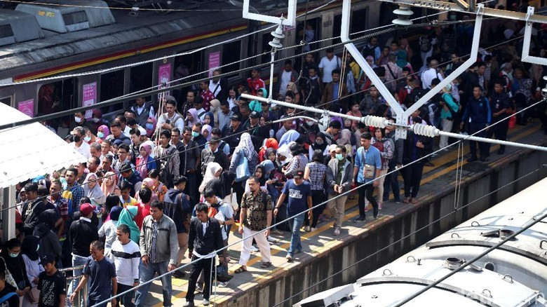 Pengguna Krl Commuter Line Harus Berangkat Lebih Pagi Hari Ini