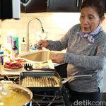 Saat Menteri Susi Asyik Membuat Steak dan Fettucini