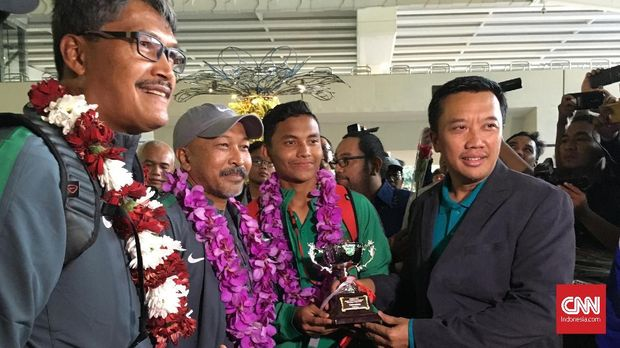 Timnas Indonesia U-16 disambut PSSI dan Kemenpora di Bandara Soetta, Kamis (15/3).
