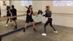 Gigi Hadid tampil makin cantik dan bugar karena rajin olahraga. Putus dari Zayn Malik, siapa nih berani dekati Gigi?