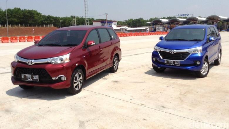 Toyota Veloz (kiri-merah) dan Toyota Avanza (Foto: Dadan Kuswaraharja)