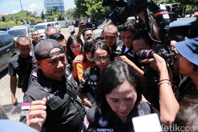 Ditangkap lagi karena narkoba, berkas hukum Jennifer Dunn kini dilimpahkan ke kejaksaan. Foto: Hanif Hawari