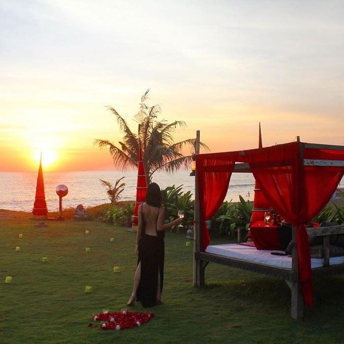 Pertama ada restoran Wantilan Agung yang ada di Hotel Tugu Bali. Di sini bisa menyaksikan sunset yang dramatis sekaligus makan malam dengan sajian tradisional Bali, Jawa, Cina hingga kontinental. Foto : The Luxury Bali