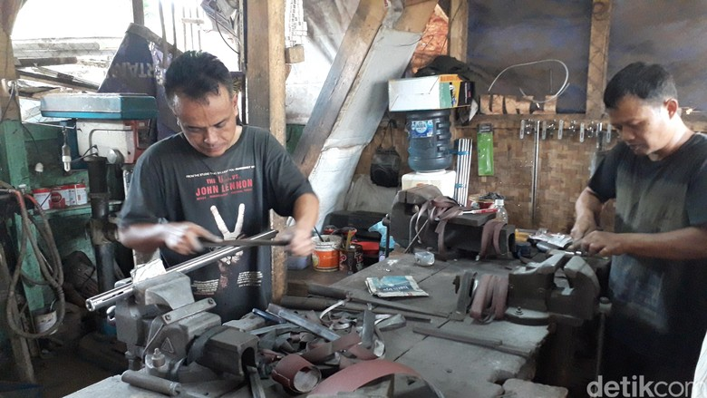 Menengok Cipacing, Kampung Komplotan Perakit Pena Ajaib