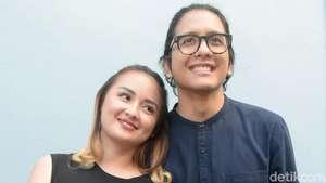 Kini tampil Sangat Seksi, Denada Didukung Keluarga