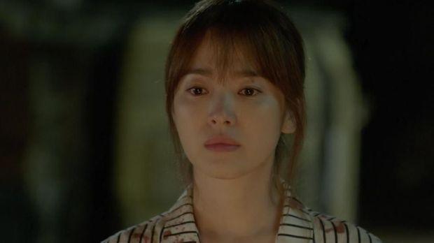 Song Hye Kyo berperan sebagai dokter dalam drama populer 'Descendants of The Sun.'