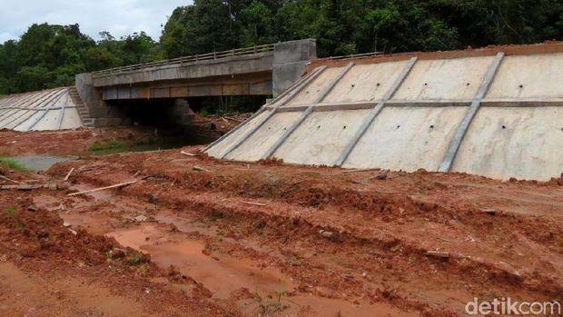 Penampakan jalan Trans Papua yang rusak di ruas Merauke-Boven Digoel