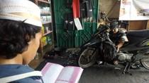 Bengkel Ini Gratiskan Servis Sepeda Motor Asalkan Baca Alquran