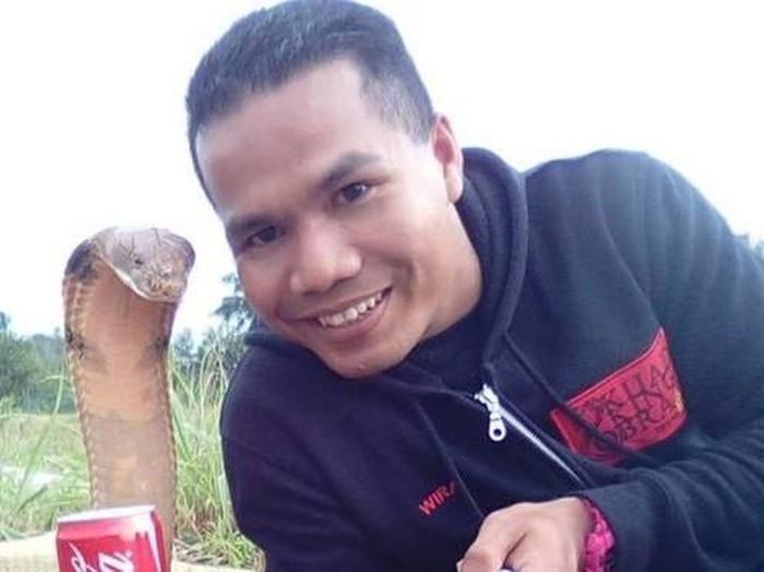 Hussin meninggal setelah digigit oleh ular kobra yang berbisa. (Foto: BBC)