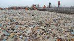 Foto: Berjibaku Gempur Sampah di Teluk Jakarta