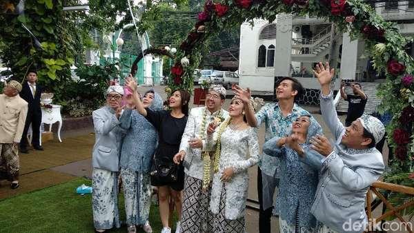 Kejutan Adipati - Vanesha Hadiri Pernikahan Orang
