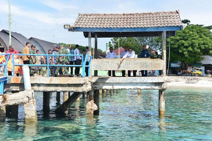 Pelabuhan di Gili Trawangan akan dibangun sepanjang 100 meter dan trestle 100 meter.Targetnya pelabuhan akan rampung pada Oktober tahun ini.