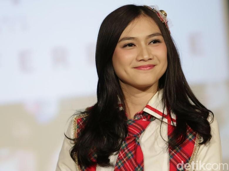 Dari Foto Prewed, Melody eks JKT48 Mantap Berhijab