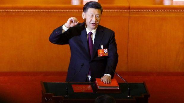 Xi Jinping menempati posisi pertama di daftar orang terkuat versi Forbes.