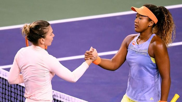 Naomi Osaka usai mengalahkan Simona Halep (Foto: Harry How/Getty Images)