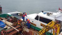 Kegiatan ini dilakukan di samping patroli laut