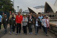 Jokowi pakai sneaker di Sydney /