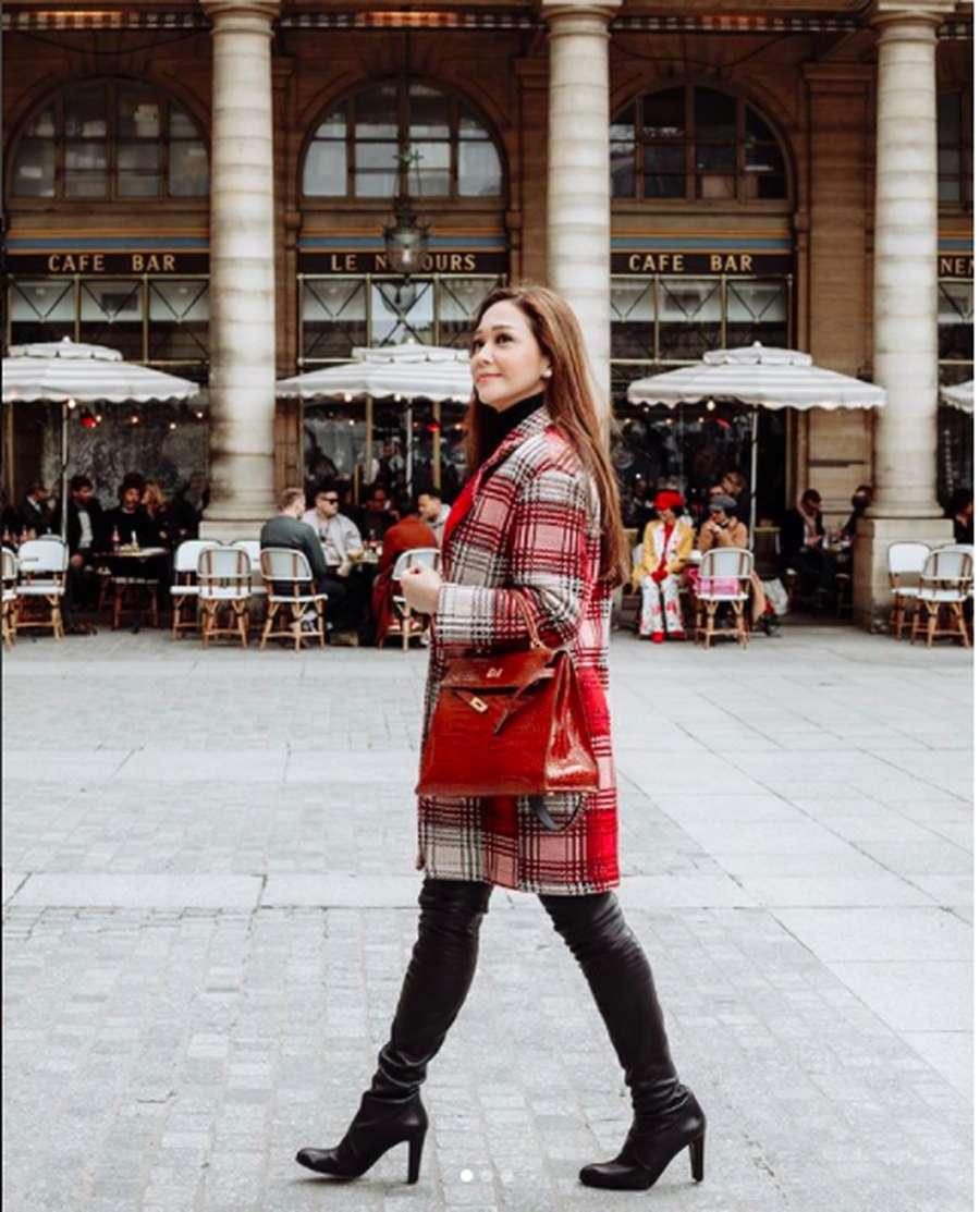 Intip Gaya Super Stylish Maia Estianty di Paris