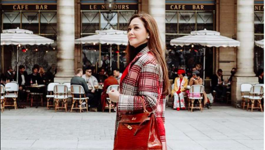 Intip Gaya Super Stylish Maia Estianty di Paris