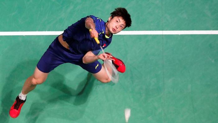 Shi Yuqi jadi juara tunggal putra All England setelah mengalahkan Lin Dan (Reuters/Peter Cziborra)