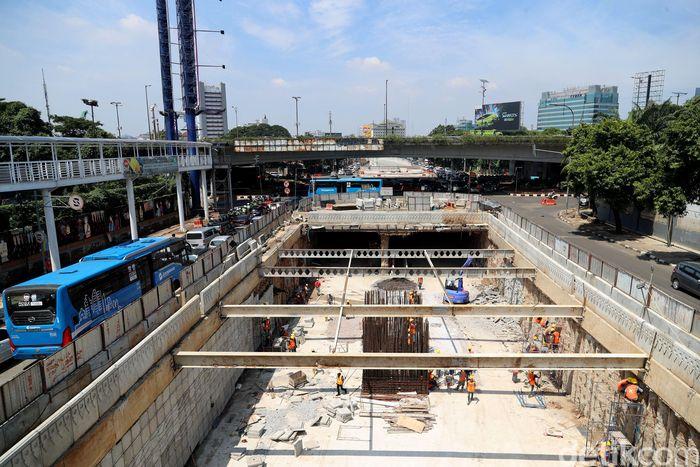 Begini penampakan terkini proyek pembangunan underpass Mampang, Minggu (18/3/2018).