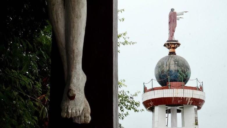 Foto:  Patung Yesus Memberkati di Bukit Masbait (dok. Istimewa)