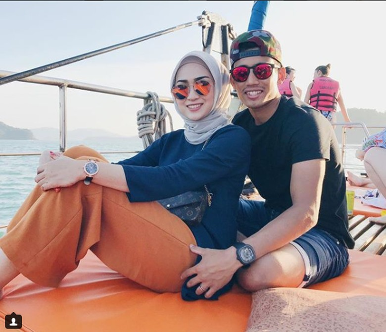 Suzana Munaf dan suaminya yang jadi pebalap MotoGP, Hafizh Syahrin. Foto: Instagram/Suzana Manaf