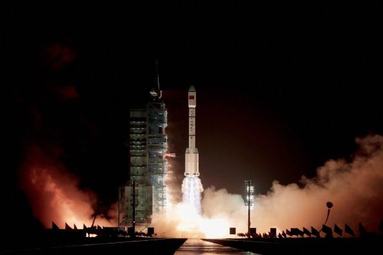 China meluncurkan Tiangong-1 yang merupakan muatan dari Long March 2F yang diluncurkan di Jiuquan Satellite Launch Center, China, pada 29 September 2011. Foto: Getty Images