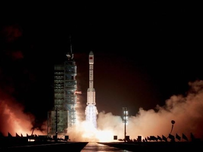 JIUQUAN, CHINA - SEPTEMBER 29:  A Long March 2F rocket carrying the countrys first space laboratory module Tiangong-1 prepares to lift off from the Jiuquan Satellite Launch Center on September 29, 2011 in Jiuquan, Gansu province of China. The unmanned Tiangong-1 will stay in orbit for two years and dock with Chinas Shenzhou-8, -9 and -10 spacecraft with the eventual goal of establishing a manned Chinese space station around 2020.  (Photo by Lintao Zhang/Getty Images)