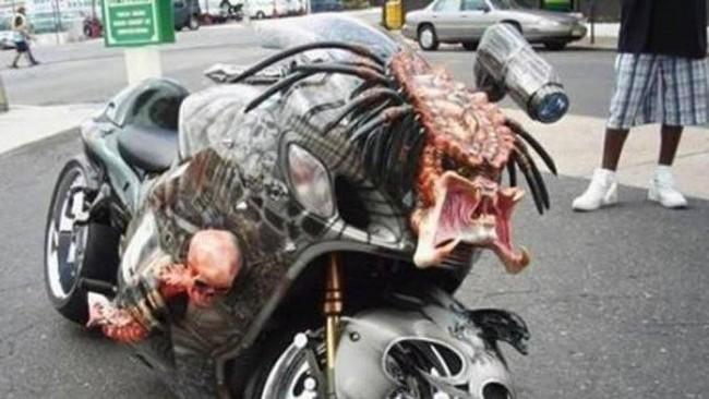 Motor modifikasi nyeleneh, dibentuk ala predator. Foto: Istimewa