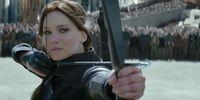 Tak cuma cantik, Katniss Everdeen juga jago panah.