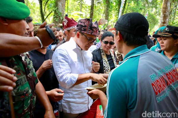 Di kampung ini, traveler bisa icip-icip berbagai jenis durian khas dari Banyuwangi. Kampung Durian terletak di Dusun Sembawur, Desa Songgon, Kecamatan Sonngon, Banyuwangi. (Ardian/detikTravel)