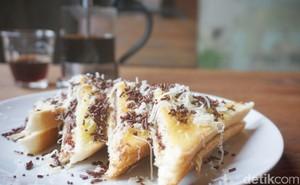 Kopi Kota Tua : Minum Hot Hazelnut Latte dan Toast Dalam Suasana Kolonial