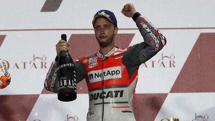 Pebalap Ducati Andrea Dovizioso saat memenangi MotoGP Qatar. (Foto: Ibraheem Al Omari/Reuters)