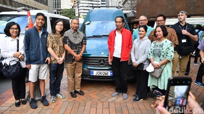Foto: Jokowi Tanda Tangan Mobil JOKOWI di Selandia Baru
