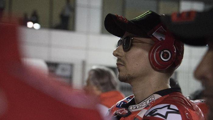 Jorge Lorenzo [Ducati] retired di balapan perdana 2018 di Losail, Qatar. (Foto: Mirco Lazzari gp/Getty Images)