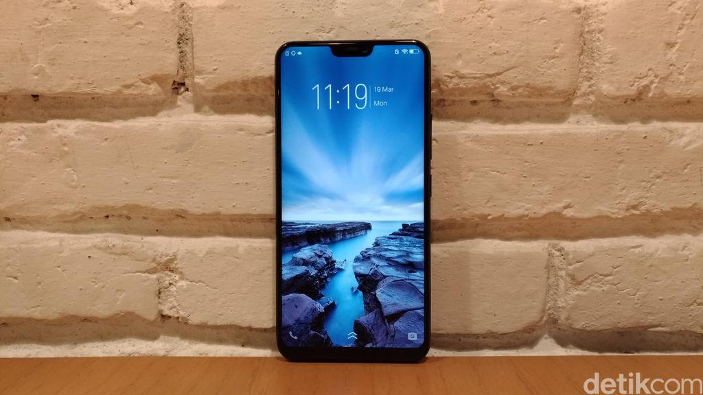 Smartphone yang memiliki notch ala iPhone X tersebut mulai diperkenalkan hari ini, Senin (19/3/2018). Foto: detikINET/Moch Prima Fauzi