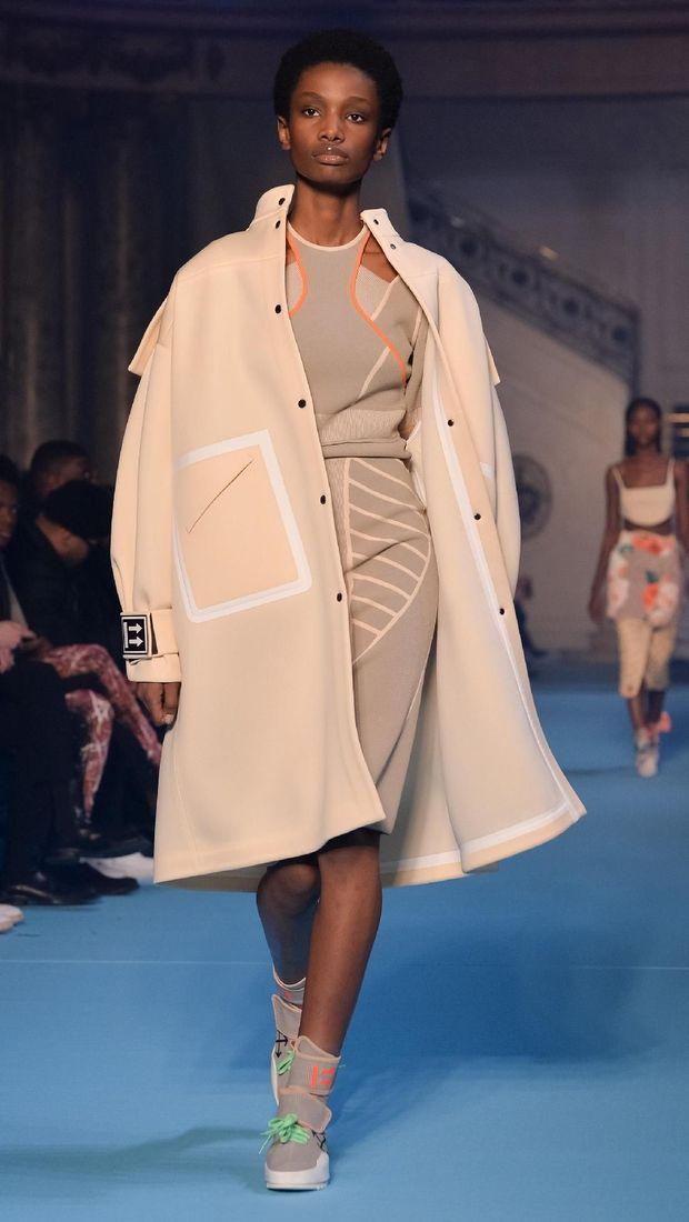 Koleksi Fall 2018 Off-White, salah satu merek favorit kaum hypebeast, saat dipamerkan di Paris Fashion Week.