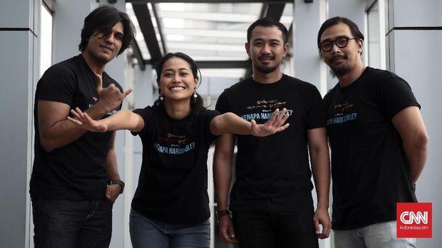 Para pemain 'Kenapa Harus Bule?' saat berkunjung ke redaksi CNNIndonesia.com.
