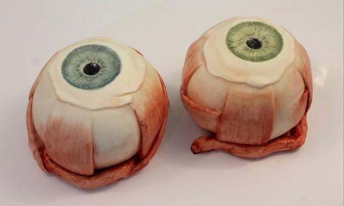 Cake bola mata adalah interpretasi Katherine terhadap organ vital manusia ini. Wanita pemilik Instagram katherine.dey ini memang terkenal dengan kreasi cake unik sekaligus seram. Foto: Instagram katherine.dey