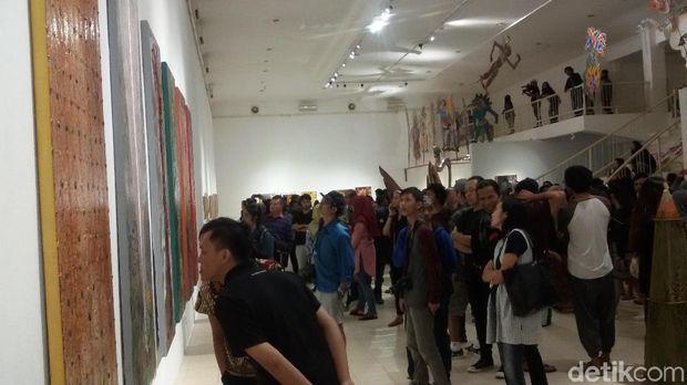 Kolaborasi dengan Nasirun, Trie Utami Pamerkan Lukisan di Yogya