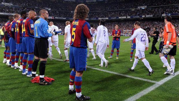 Barcelona pernah memberikan penghormatan kepada Madrid yang menjadi juara La Liga 2007/2008.