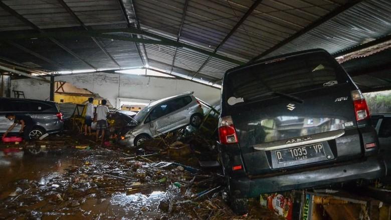 Begini Dahsyatnya Terjangan Banjir Bandang di Cicaheum
