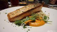 Summon The Salmon sebagai menu utama.