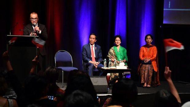 Dubes RI untuk Selandia Baru Tantowi Yahya bicara dalam forum saat kedatangan Presiden Jokowi