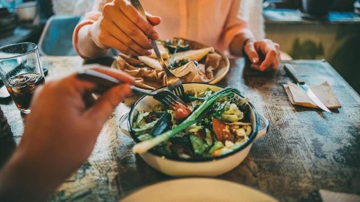 Tidak semua kombinasi makanan yang lezat membuat badan menjadi sehat. (Foto: iStock)