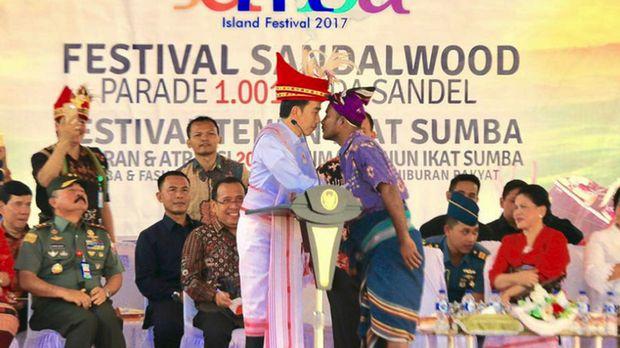 Jokowi adu hidung di Sumba